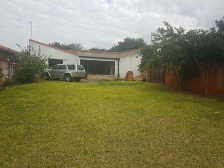 Casa En Loma Pyta, A Cuadras De La Transchaco