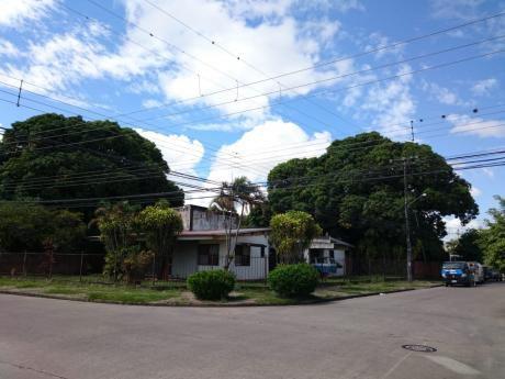 Terreno En Esquina Para Inversión Zona Barrio El Trompillo 2º Y 3º Anillo