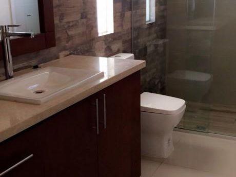 Casa En Condominio Privado    T:330m2 C:270m2    $us 175.000.-