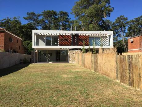 Muy Moderna Casa A Estrenar En Parque Miramar, Con Salida Al Lago