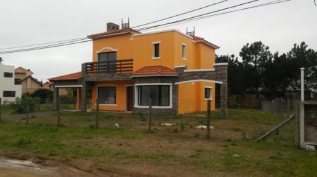 Hermosa Casa En Punta Pinares