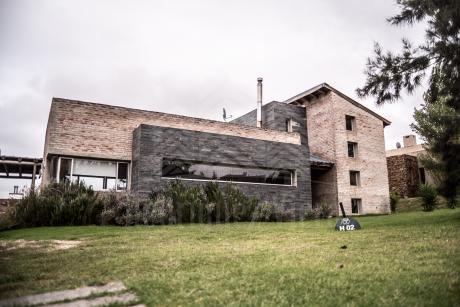 Venta Casa 3 Dormitorios - Altos De La Tahona