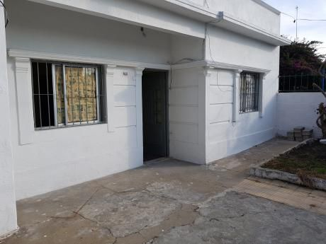 Casa 2 Dormitorios A La Venta Piedras Blanca Padron Unico
