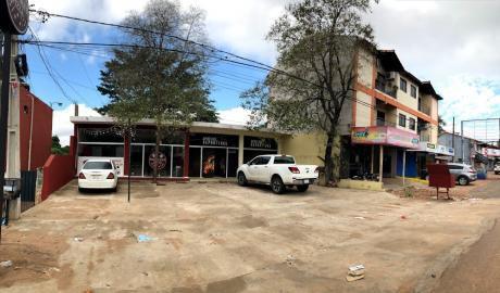 Local Comercial Sobre Avda. Defensores Del Chaco Casi Von Poleski