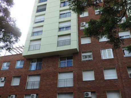 Araucho Y Plaza Varela.impecable