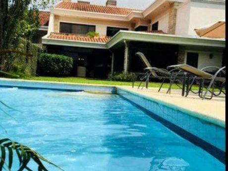 Vendo Hermosa Residencia ( Bo.mcal Estigarribia)