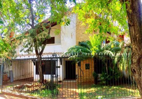 Vendo Casa De Cuatro Dormitorios En Ycua Saty Zona Comercial