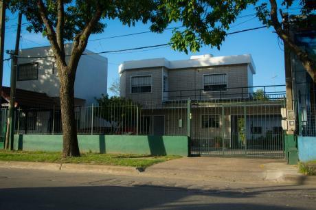 Colón- 2 Casas A Pasos De Av. Garzón Y De La Terminal De  ómnibus
