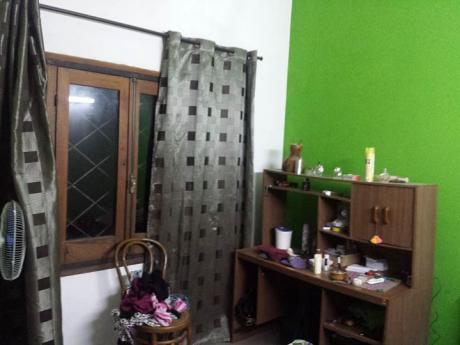 Casa Tipo Chalet De Tejas, Con Entrada Lateral Hacia Garage