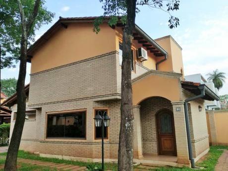 Alquilo Hermoso Duplex En Condominio Proximo Al Superseis Del Barrio Mburucuya.