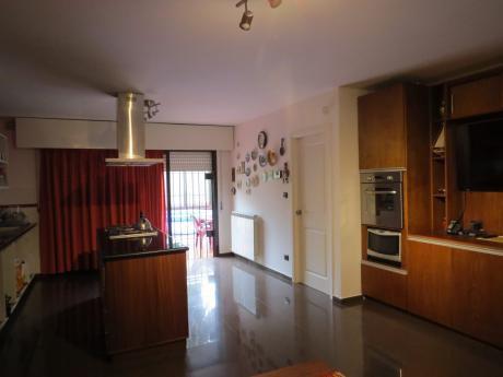 Casa En 2 Plantas - 3 Dormitorios Acepta Banco - Buceo