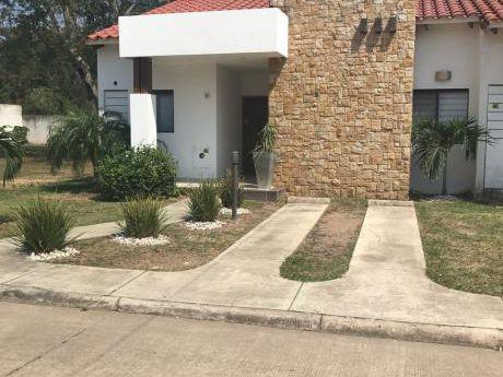 En Venta Casa En Condominio La Pradera Km9 Al Norte