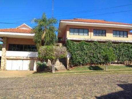Alquilo Casa En El Barrio Mburucuya.