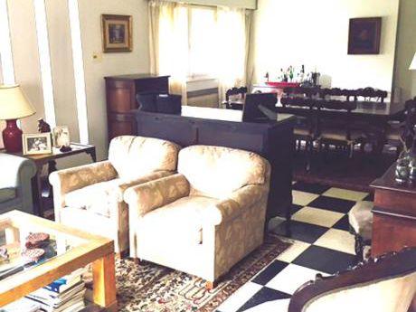 Casa Reciclada De 4 Dormitorios En Carrasco