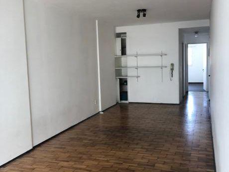 Apartamento 1 Dormitorio Sobre Av. 18 De Julio