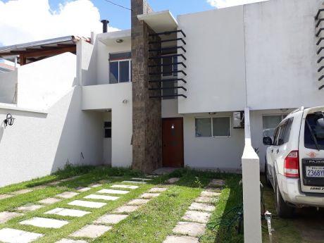 Hermosa Casa En Anticretico En  60.000 $ En Condominio Cerrado En Zona Norte
