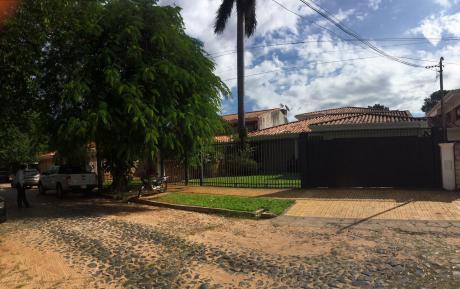En Venta! Amplia Residencia En Mcal. Estigarribia. 800m2