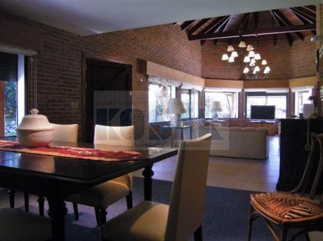 Kosak Punta, Mansa A Pasos Mar Casa 2plantas 4 Suites, Piscina