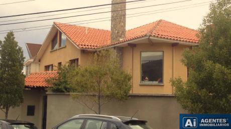 Hermosa Casa En Achumani En Venta
