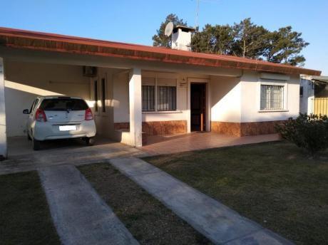 Casa Con Apto Al Fondo, 3 Dormitorios, Cochera  ,jardin.