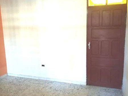 Bienes Raices Fenix Alquila Casa Pequeña En El Barrio Urbari