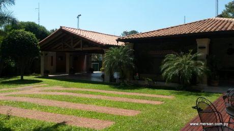 Coqueta Residencia Con Gran Patio En B° Las Mercedes (65)