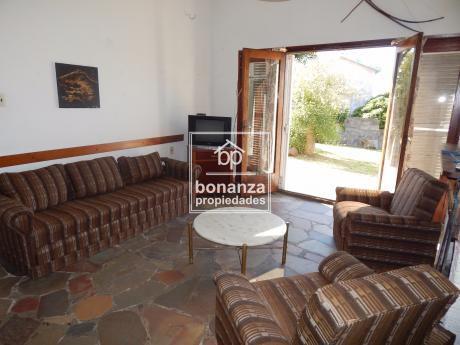 Casa En Alquiler,piriápolis,centro,4 Cuadras De La Playa