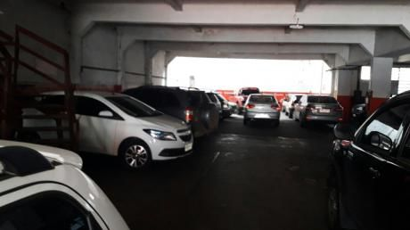 Parking, Cordón A Metros De 18 De Julio