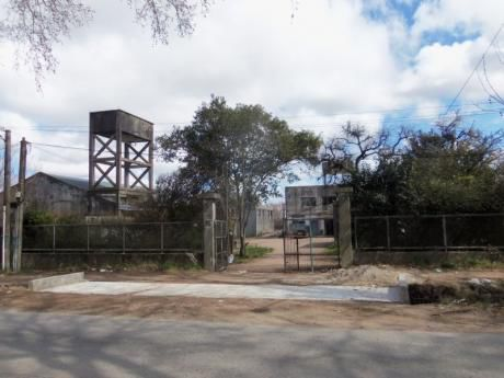 Importante Local Con Aptitud Industrial A 200 Mts. Del Anillo Perimetral