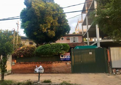 Amplia Casa En Barrio Jara