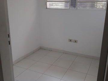 Alquilo Oficina En Planta Alta Zona Villa Morra