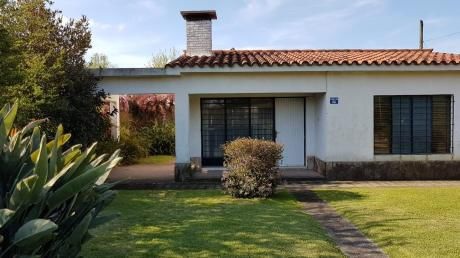 Hermosa Casa En Jardines De Carrasco! Gran Patio!