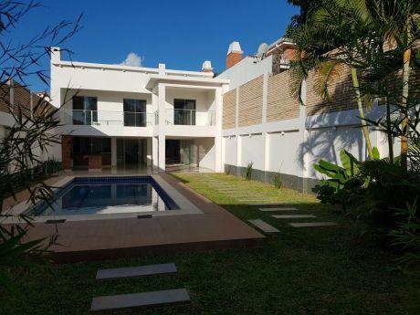 Residencia En B° Jara, Sobre Avenida Principal