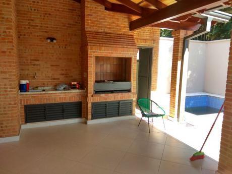 Alquilo Casa Zona Los Laureles.