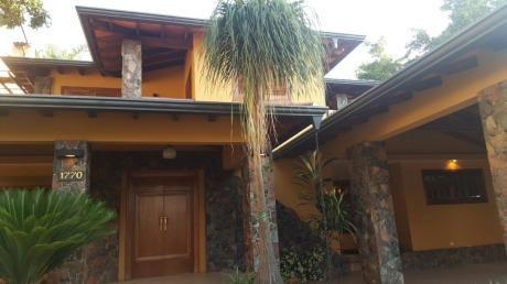 Alquilo Espectacular Casa En Ycua Sati Con Piscina Y Jardin 800 Mts