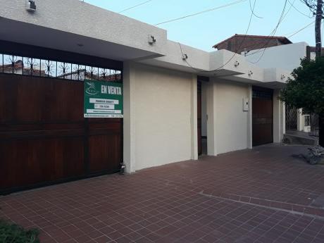 Amplia Casa En Venta Entre Mutualista Y Paragua