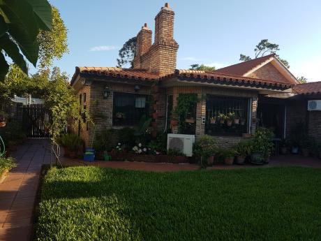 Hermosa Residencia , En El Corazon De Carrasco