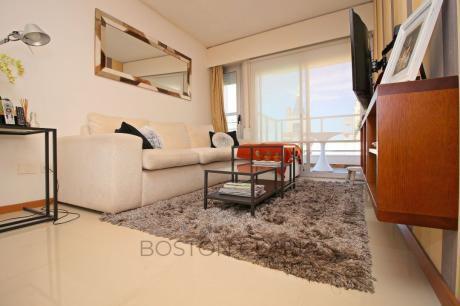 Apartamento En Venta: 2 Dormitorios, 2 Baños Y 1 Garage En Villa Biarritz