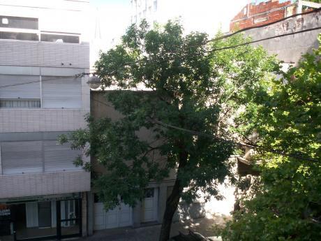 Centro: Venta 2 Dormitorios Yaguaron A 2 Cuadras 18 De Julio. Con Buena Renta