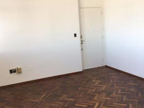 Apto De 2 Dormitorios + Servicio, Con Garage En Nuevo Malvin!