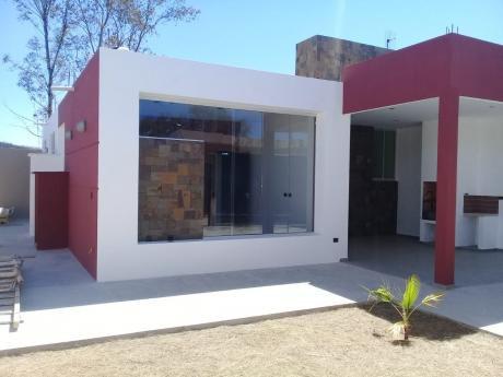 Casa En Venta En Zona Aranjuez.