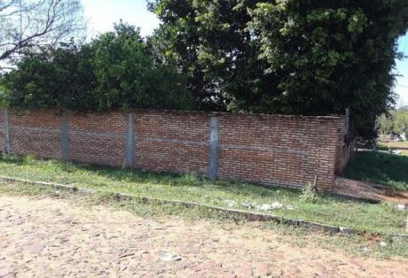 Vendo Terreno De 13x30 En Esquina En Villa Elisa Con Pequeña Construccion
