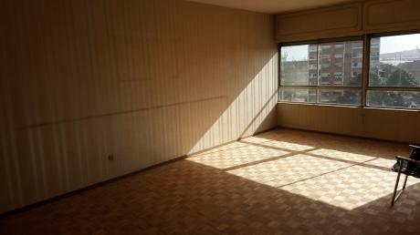 Apartamento Lamaro 3 Dormitorios Con 90 M2 Al Frente De Av. Libertador