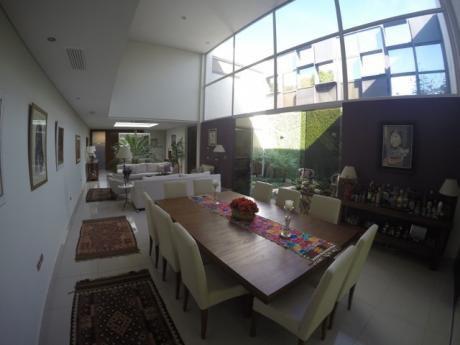 Vendo Casa. Barrio Mburucuya, 4 Habitaciones En Suite.