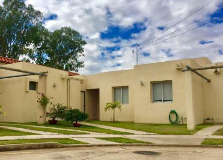 Hermosa Casa En Venta  En Condominio Cerrado
