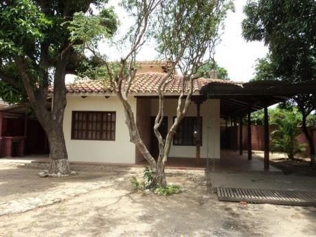 Hermosa Casa Para Oficina En Alquiler Zona Radial 27 Entre 3er Y 4to Anillo.