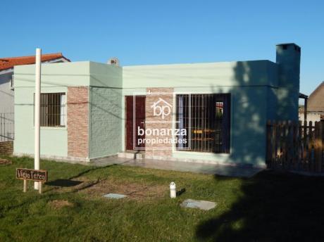 Casa En Venta A Estrenar A 3 Cuadras De La Playa, Punta Fría, Piriápolis