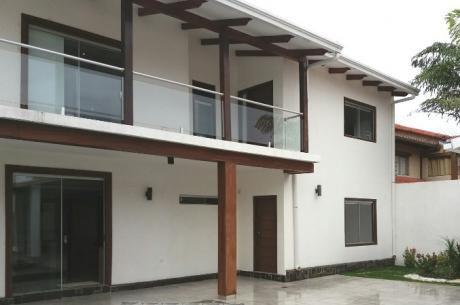 Hermosa Y  Cómoda Casa De 2 Plantas En El Barrio Las Palmas