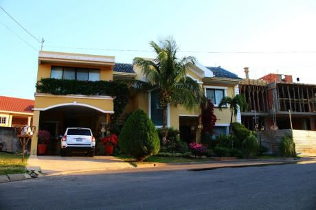 Casa Totalmente Amoblada En Barrio Norte