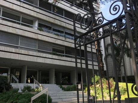 Excelente Apartamento En Edificio De Categoria